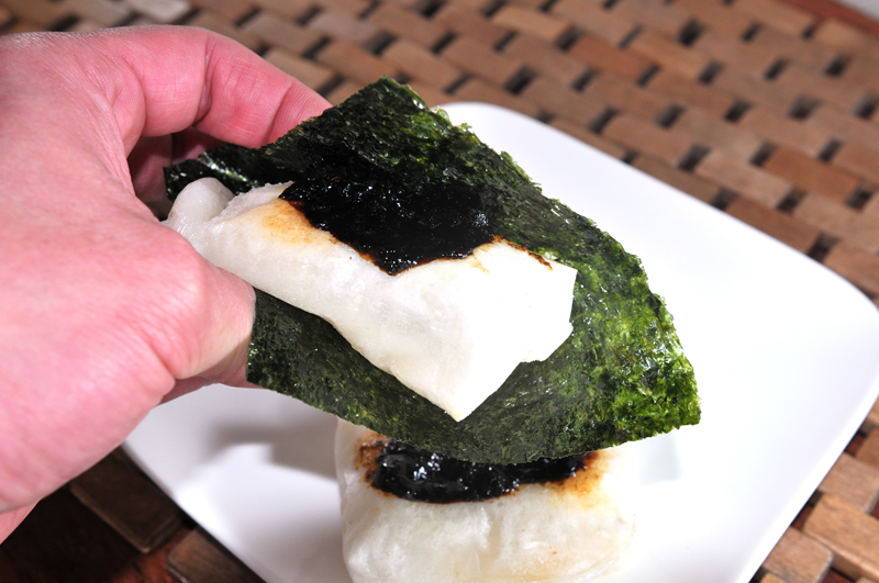 メシ通『魚介を使った簡単レシピ』 ☆ お餅を焼いたらコレのっけてみて!_d0069838_08072933.jpg