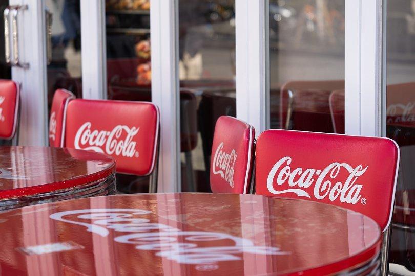 赤と白が印象的なハンバーガー屋さん_d0353489_10254268.jpg