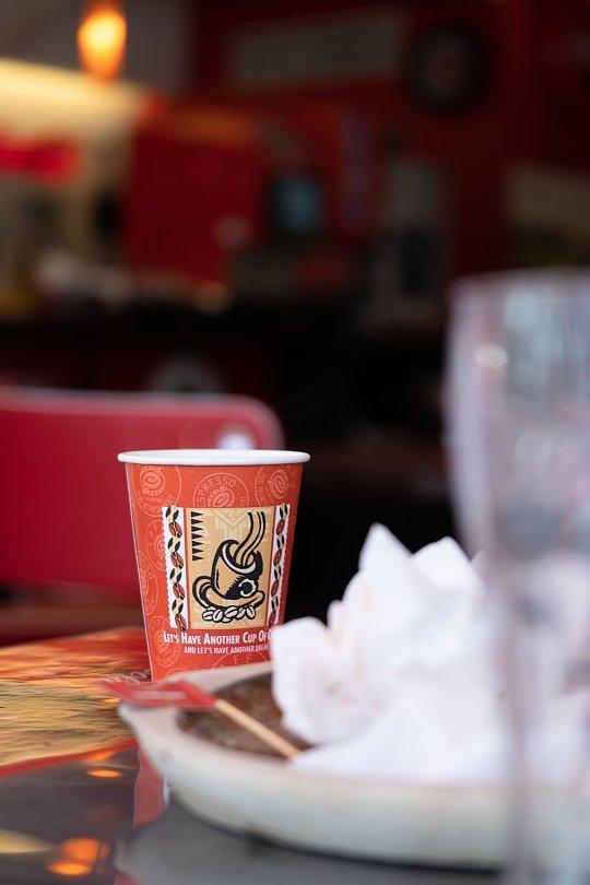 赤と白が印象的なハンバーガー屋さん_d0353489_10390966.jpg