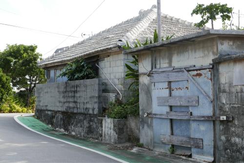 海界の村を歩く 東シナ海 伊江島_d0147406_19070145.jpg