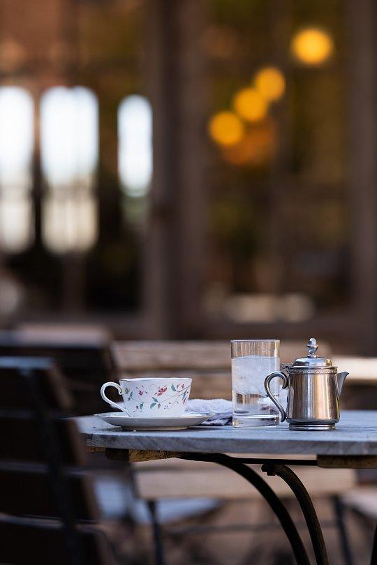 ランプと薔薇の喫茶店_d0353489_22564691.jpg