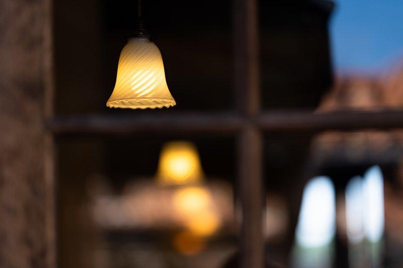 ランプと薔薇の喫茶店_d0353489_22583418.jpg