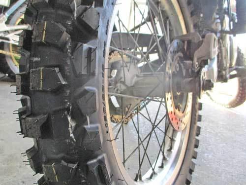 僕のセロー225Wにタイヤ交換でD603を装着~(^_^)/_c0086965_22592716.jpg