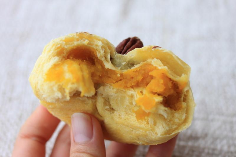 天然酵母でアンパンマンのかぼちゃクリームパンを作りました♪_a0154192_15565964.jpg