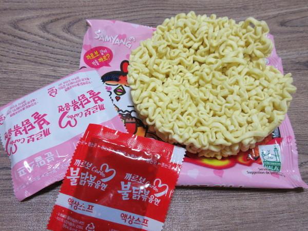 【三養】カルボブルダック炒め麺(カルボ ブルタックポックンミョン)_c0152767_22025234.jpg