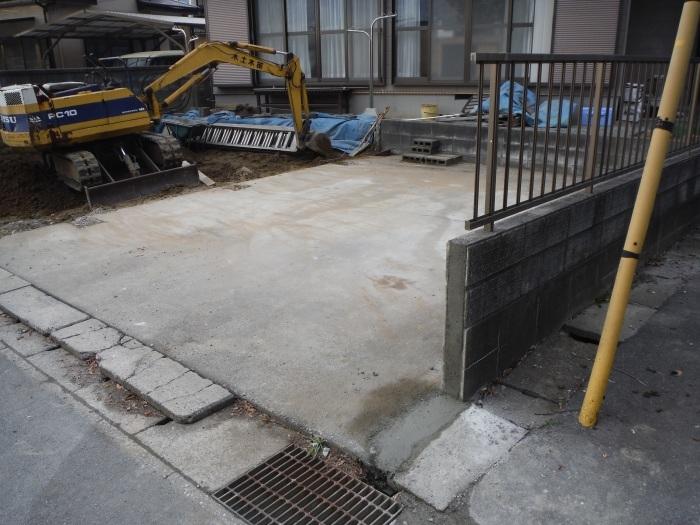 駐車場を広げてカーポート取替え ~ ブロック積み。_d0165368_15254245.jpg