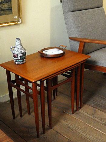 Nesting table_c0139773_18175997.jpg