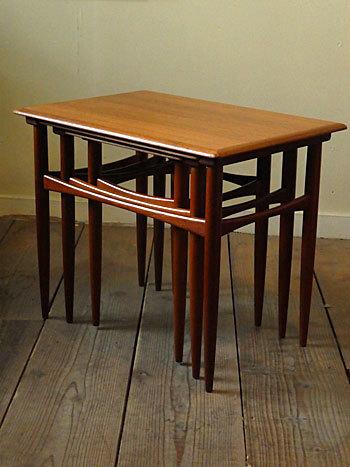 Nesting table_c0139773_18183287.jpg