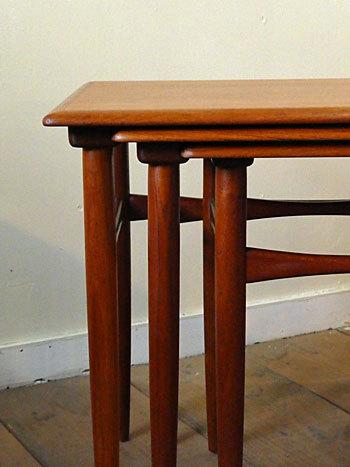 Nesting table_c0139773_18184087.jpg
