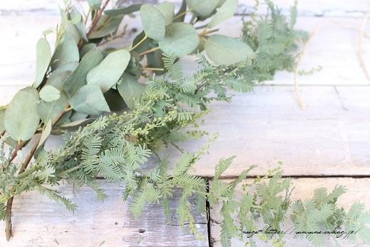 庭木のグリーンを使って0円で楽しめる簡単スワッグの作り方♪_f0023333_21273802.jpg