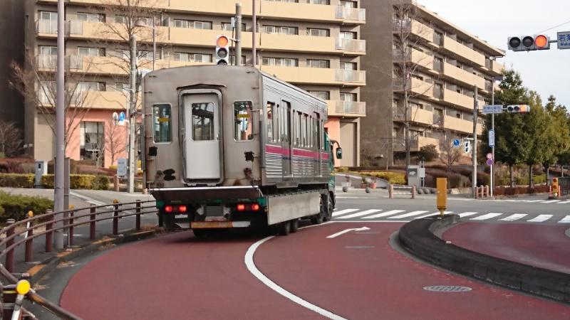 電車が道路を走ってた_a0332275_22501578.jpg