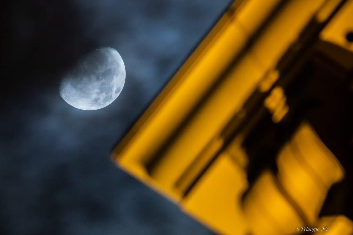 十日夜の月_a0274805_00393943.jpg
