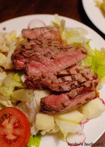 しましまステーキのせサラダ_b0253205_07393208.jpg