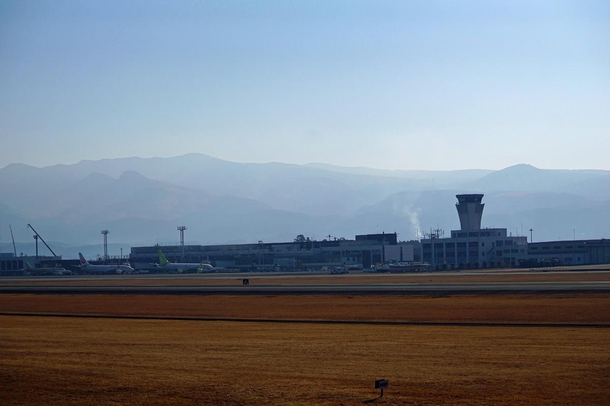 昨日の阿蘇熊本飛行場。_b0044115_09164636.jpg