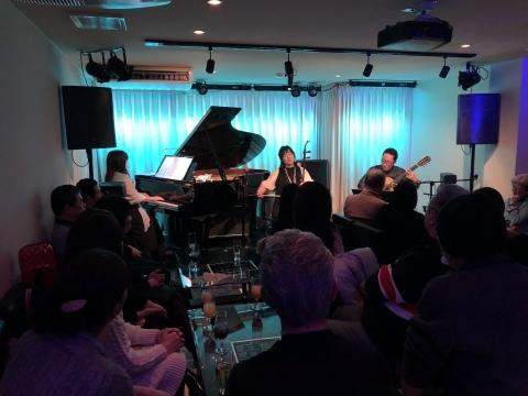 広島  ジャズライブ カミン  本日20日日曜日 19時30分ライブスタートです。_b0115606_12270198.jpeg