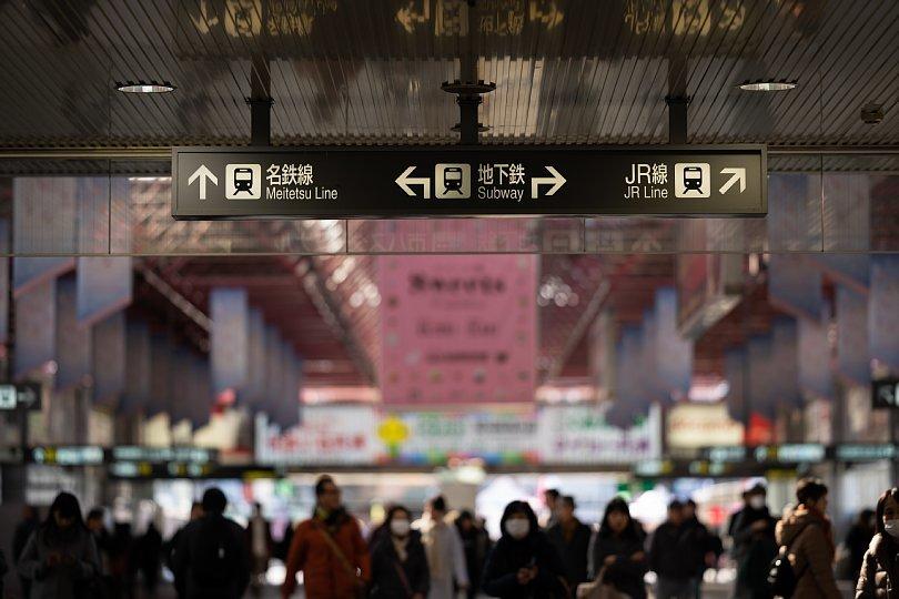 金山総合駅の雑踏を愛でる光蜥蜴_d0353489_16562626.jpg
