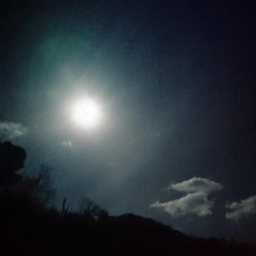 スーパーフルムーンの夜_c0172049_22030573.jpg