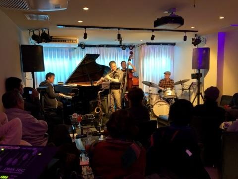 広島 Jazzlive comin 本日22日火曜日は 新人ジャズマン応援の会_b0115606_11571777.jpeg