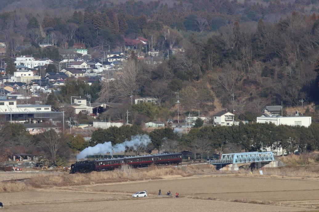 青い鉄橋を渡って築堤へ - 2019年冬・真岡鉄道 -_b0190710_23344127.jpg
