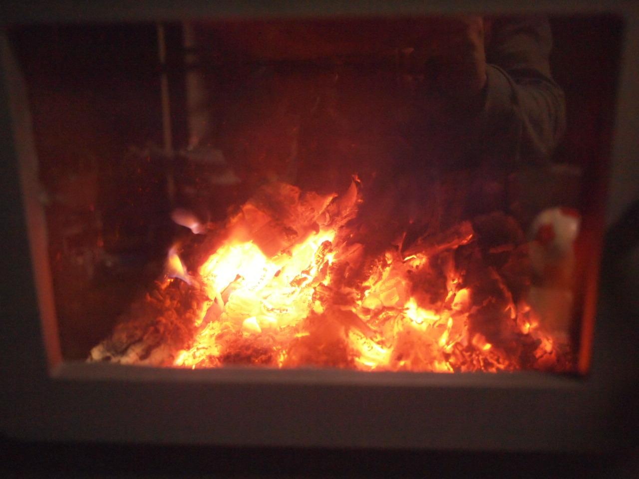 kintoku-stoveの焚き付けの仕方。_a0206732_20030447.jpg