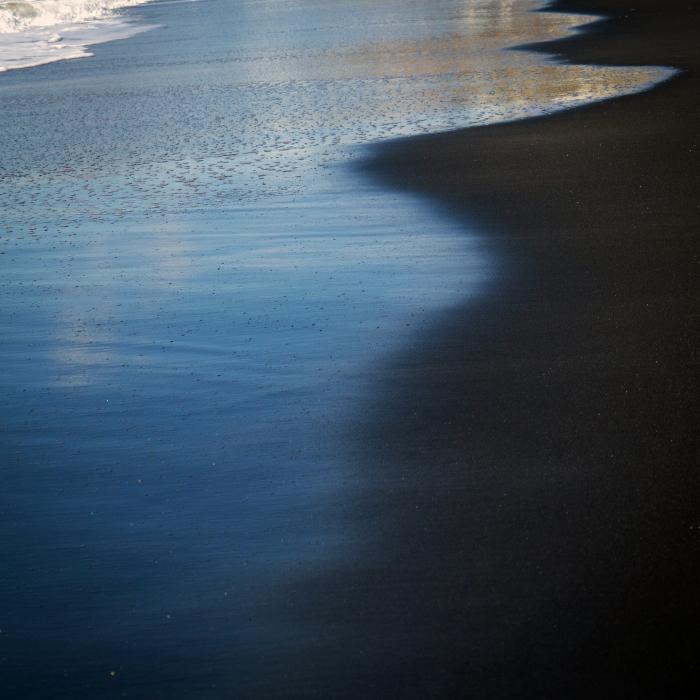 波打ち際の抽象画。_b0022268_18072023.jpg