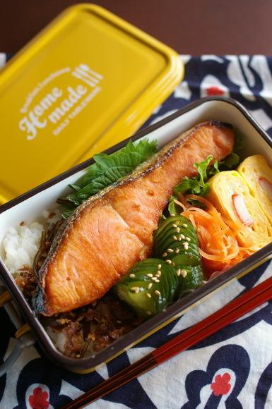 今日の鮭弁当_d0327373_07465006.jpg