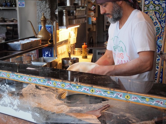 アラビアンな巨大なピザのお店「ピザキング」_d0295818_01115443.jpg