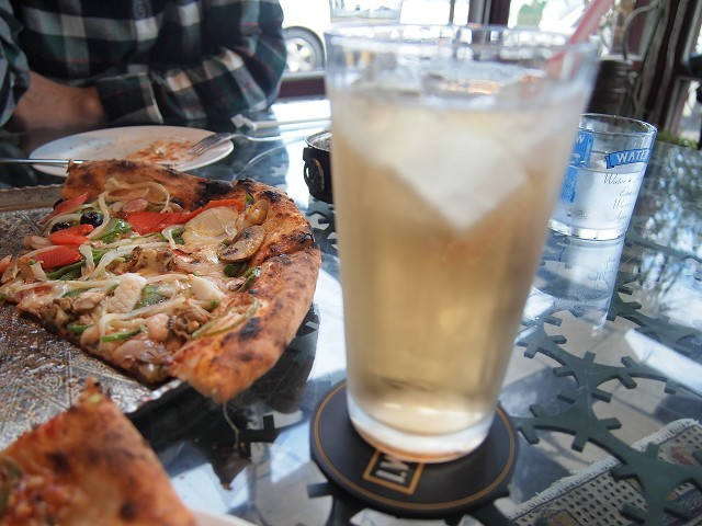 アラビアンな巨大なピザのお店「ピザキング」_d0295818_01530588.jpg