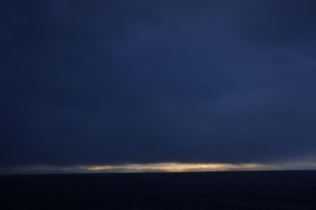 日本海夜明け_f0050534_16010398.jpg