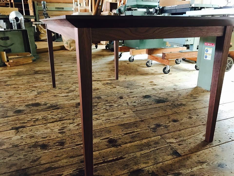 家具の納品事例【ウォールナットのダイニングテーブル】_b0211845_09485259.jpg