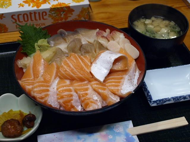 海鮮 みなと食堂 (ほっきサーモン丼)_d0153062_15260557.jpg