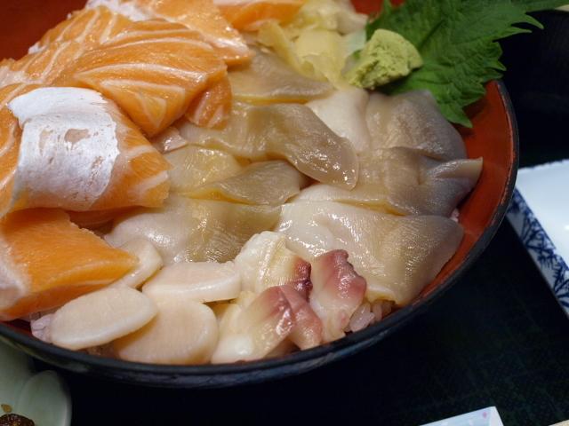 海鮮 みなと食堂 (ほっきサーモン丼)_d0153062_15295351.jpg
