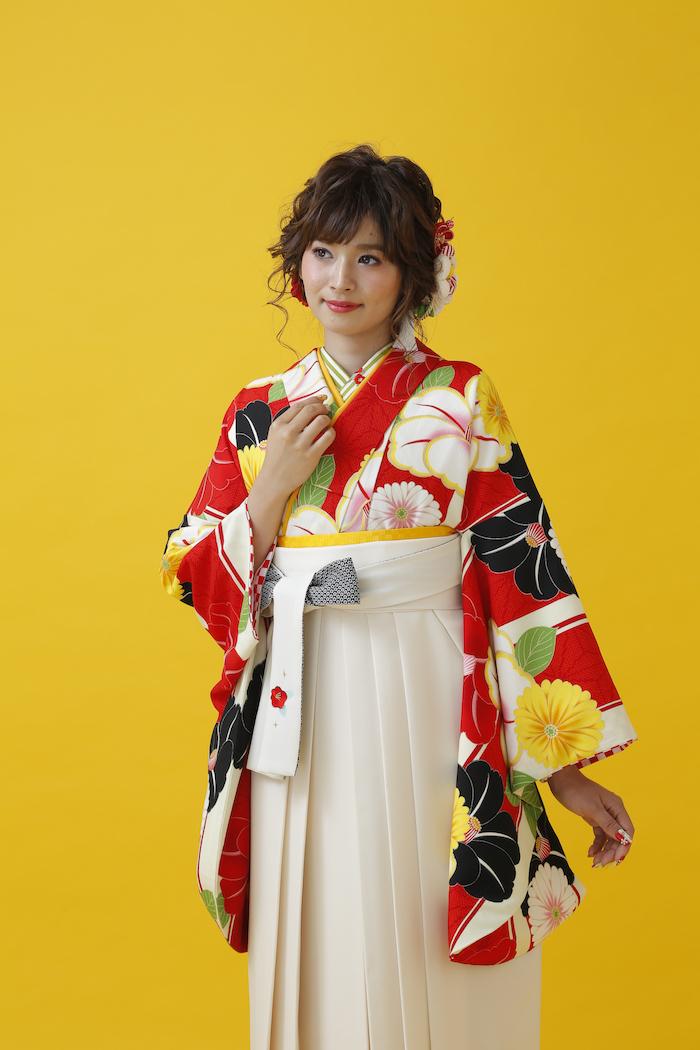 雑誌に掲載された当店の卒業袴姿_d0335577_17400226.jpg