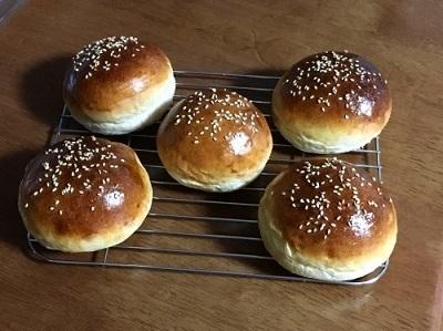 バンズを焼いてシンプルハンバーガーとガストのチーズインハンバーグ♪_f0231189_08075922.jpg