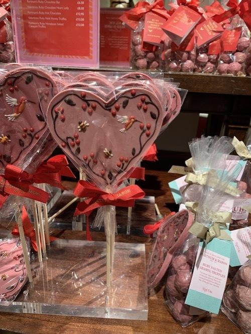 フォトナム&メイソンのピンクのチョコレート_f0380234_20561428.jpg