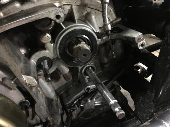 XS650 オイル漏れ修理 と 520コンバート_a0139843_22594608.jpg