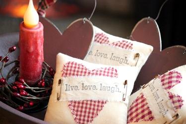 ハートのアップリケピローとプレゼントのウッドハート♥_f0161543_16311041.jpg
