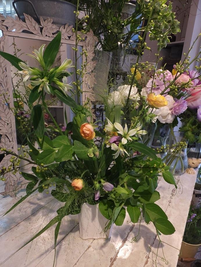 オークリーフ花の教室(甘艸さんと大草さんの作品)_f0049672_18303409.jpg