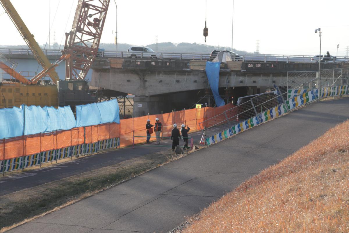 関戸橋(旧橋)解体中_a0332275_03024946.jpg