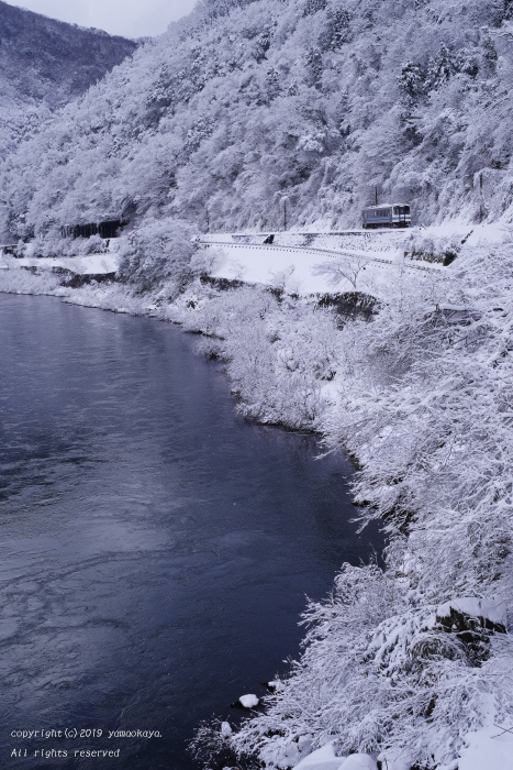 雪の江の川に沿って_d0309612_23571293.jpg