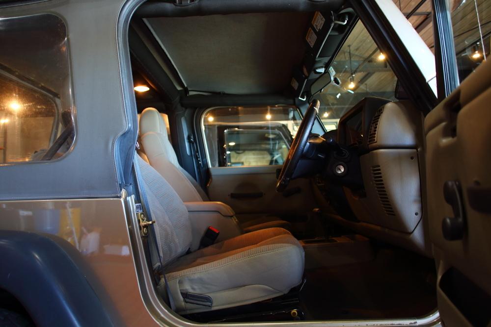 ライトカーキTJ ご納車に向けて仕上げ作業再開です_f0105425_19184530.jpg