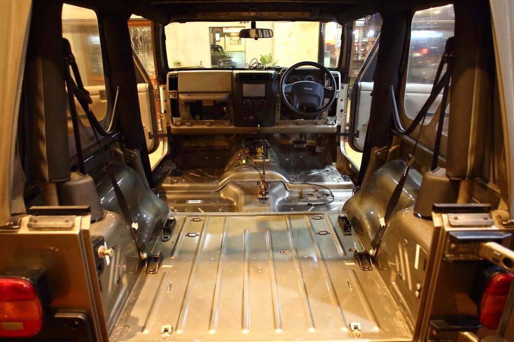 ライトカーキTJ ご納車に向けて仕上げ作業再開です_f0105425_19330932.jpg