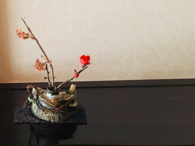赤い木瓜が咲く_d0101846_07444259.jpeg