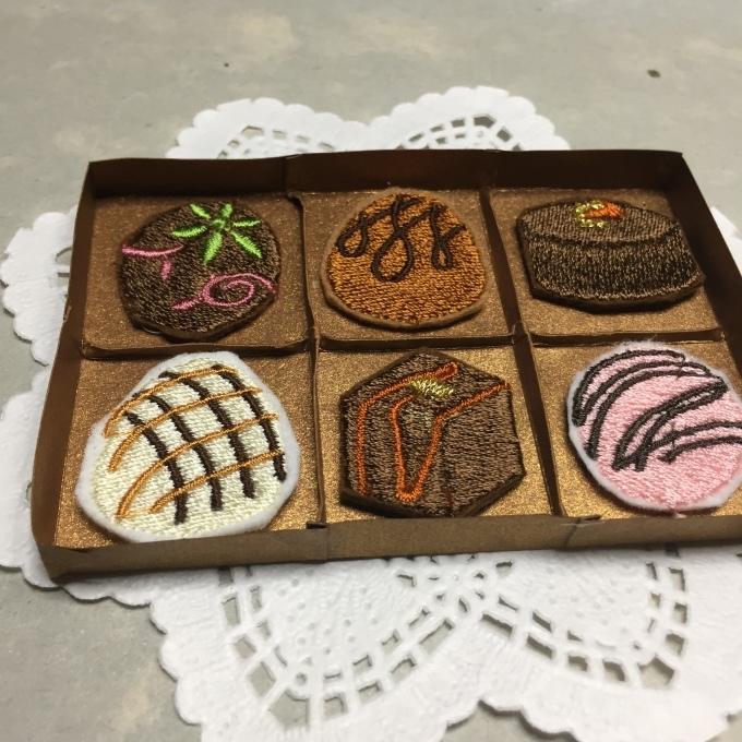 刺繍チョコの紙箱を作ろう🎵_e0385587_05342342.jpeg
