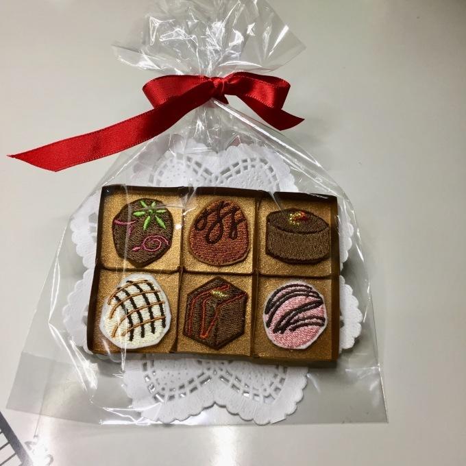 刺繍チョコの紙箱を作ろう🎵_e0385587_05362195.jpeg