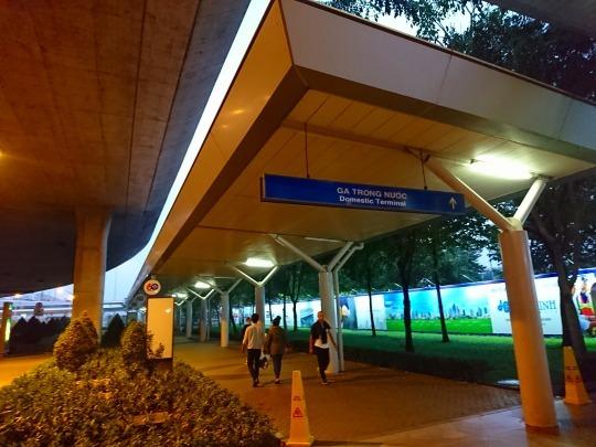 家族旅行2017年10月-ベトナム・世界遺産巡り-第一日目-深夜発ホーチミン経由フエへ_c0153302_01395833.jpg