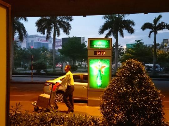 家族旅行2017年10月-ベトナム・世界遺産巡り-第一日目-深夜発ホーチミン経由フエへ_c0153302_01400020.jpg