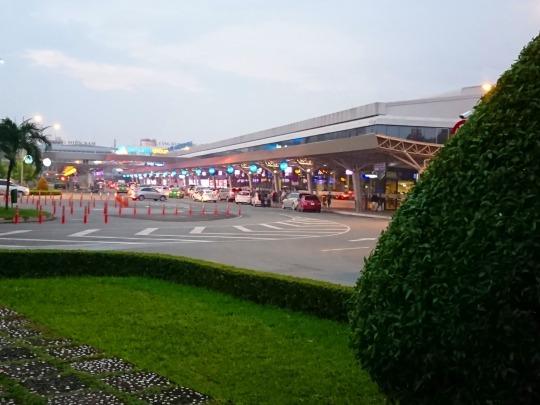 家族旅行2017年10月-ベトナム・世界遺産巡り-第一日目-深夜発ホーチミン経由フエへ_c0153302_01400312.jpg