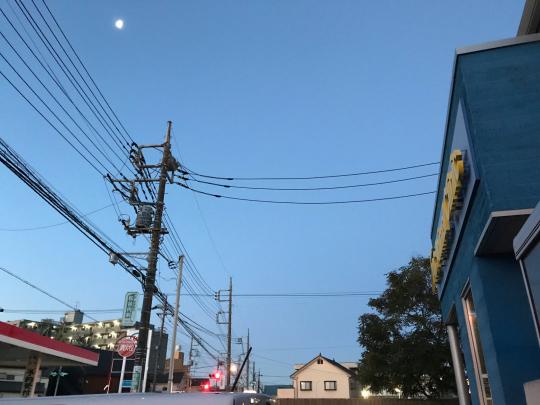 寒い朝、月がきれい_e0001906_06592913.jpg