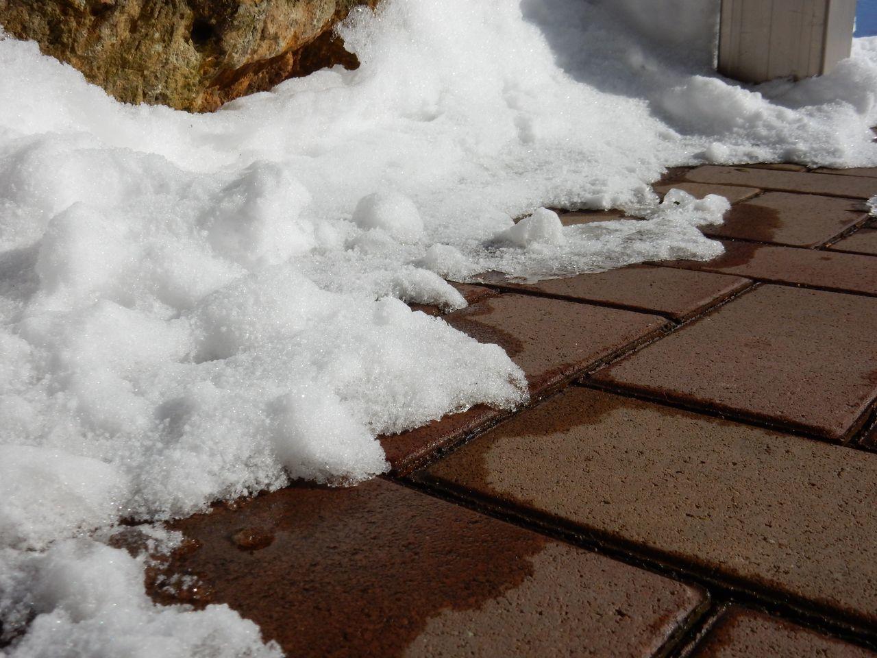 真冬日に雪がとける_c0025115_21402399.jpg